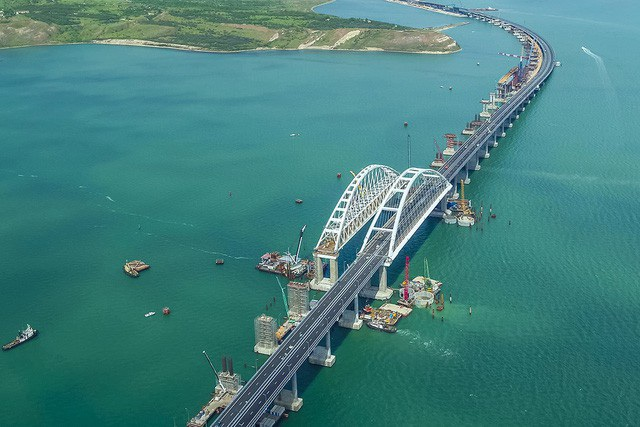 Cây cầu lịch sử nối liền Crimea với lãnh thổ Nga (Ảnh: Most.life)