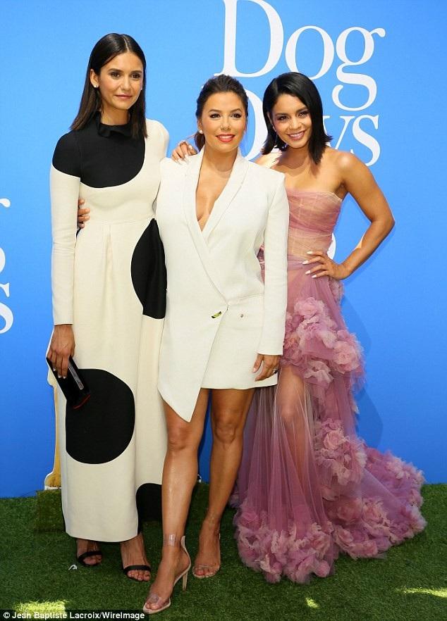 Cùng dự công chiếu phim mới Dog Days còn có 2 nữ diễn viên trẻ Nina và Vanessa