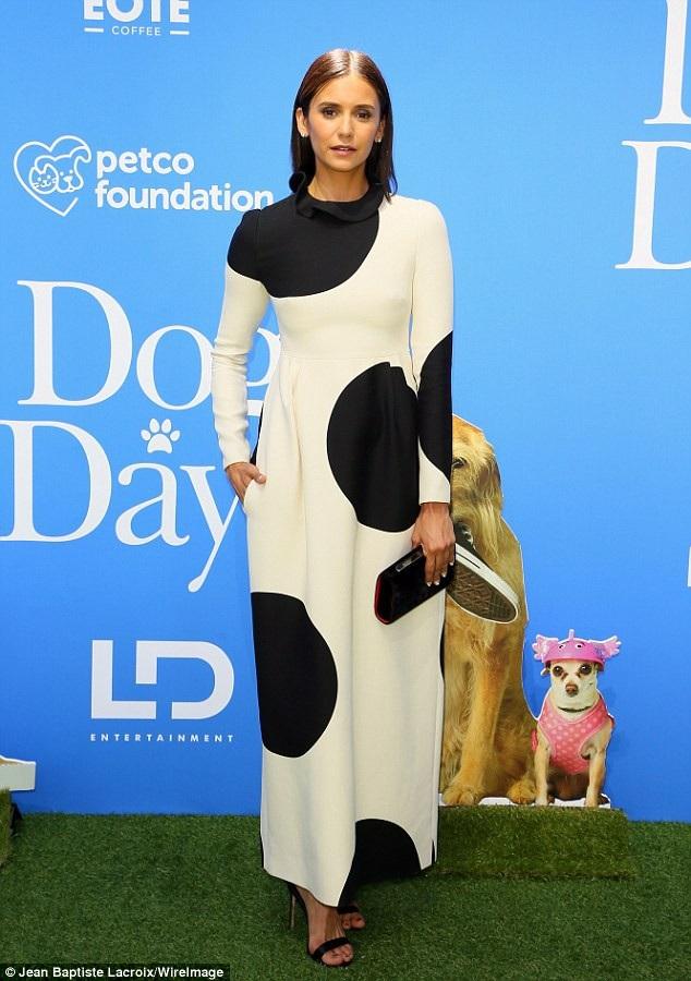Nina Dobrev diện bộ váy thanh lịch và kín đáo
