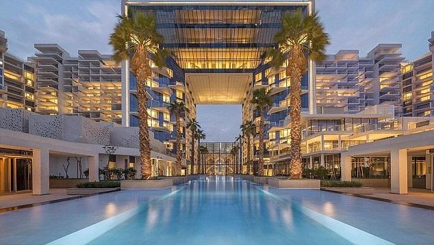 Được biết, du khách người Anh hiện đang lưu trú tại một khách sạn sang trọng trên hòn đảo nhân tạo Palm Jumeirah