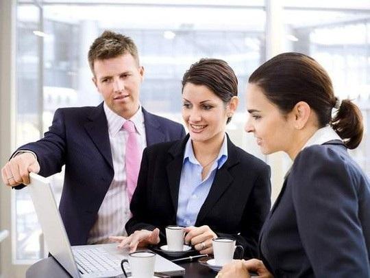 Hãy thể hiện sự tôn trọng với các đồng nghiệp đang hướng dẫn bạn bằng cách lắng nghe thật cẩn thận và tỉ mỉ.