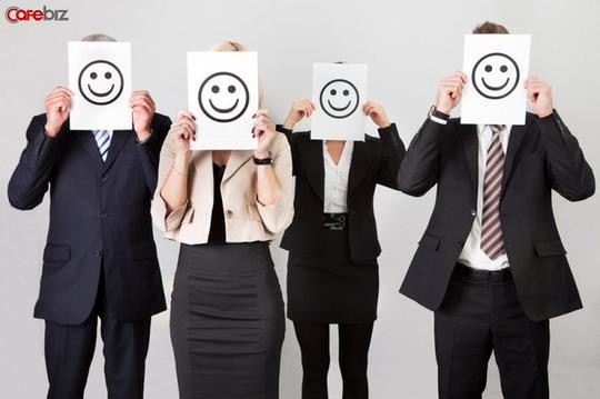 Đừng vội vã tỏ rõ thái độ khó chịu và kém thoải mái của bạn khi bị đồng nghiệp làm phiền ngoài giờ làm việc!