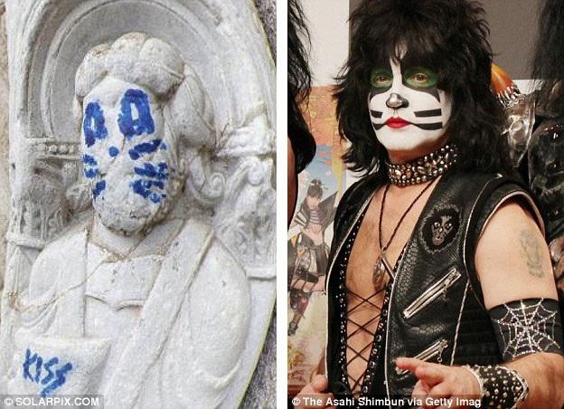 Cảnh sát Tây Ban Nha hiện đang tìm kiếm kẻ đã phá hoại bức tượng có niên đại từ thế kỷ 12, nằm cạnh thánh đường Santiago de Compostela ở vùng Galicia, Tây Ban Nha.