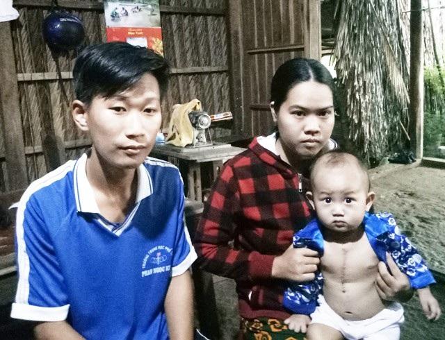Gia đình anh Nhủ rất cần sự sẻ chia để có điều kiện điều trị bệnh cho cháu Khang.