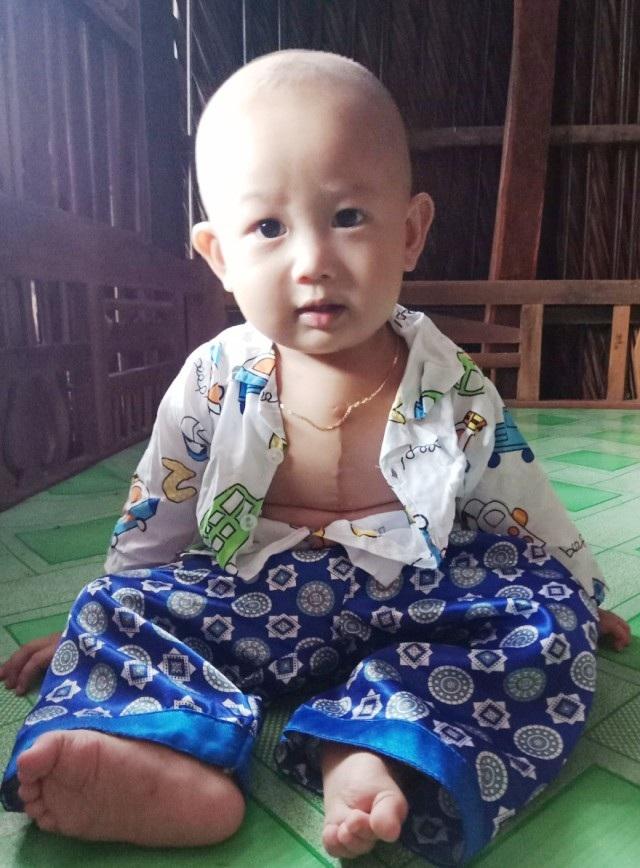 Cháu Võ Minh Khang trông rất đáng yêu.
