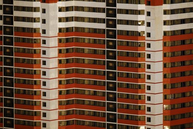 Một số tòa nhà chung cư ở Triều Tiên. Được biết, các tòa nhà phần lớn sử dụng nguồn năng lượng mặt trời.