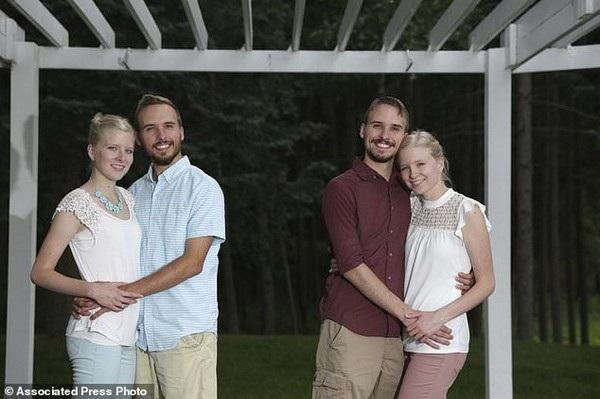 Anh em song sinh Zack và Nick Lewan đã làm đám cưới với cặp chị em song sinh Krissie và Kasie Bevier
