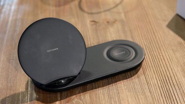 Hình ảnh về sạc không dây hỗ trợ 2 thiết bị của Samsung đã bị rò rỉ trên Internet cách đây không lâu