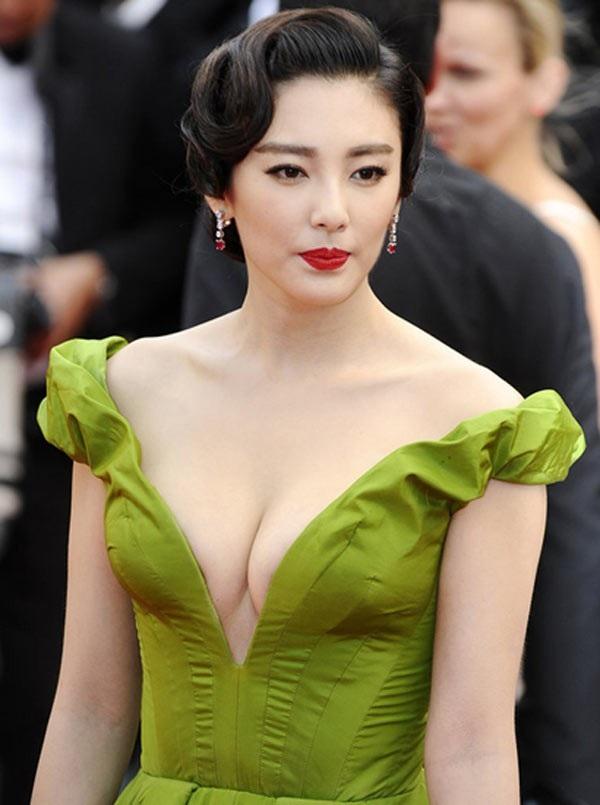 Rút kinh nghiệm từ cuộc hôn nhân đầu tiên, Trương Vũ Kỳ hầu như không chia sẻ về đời sống cá nhân trên truyền thông. Cô cũng không công khai hình ảnh của con vì muốn bé có một cuộc sống bình yên.