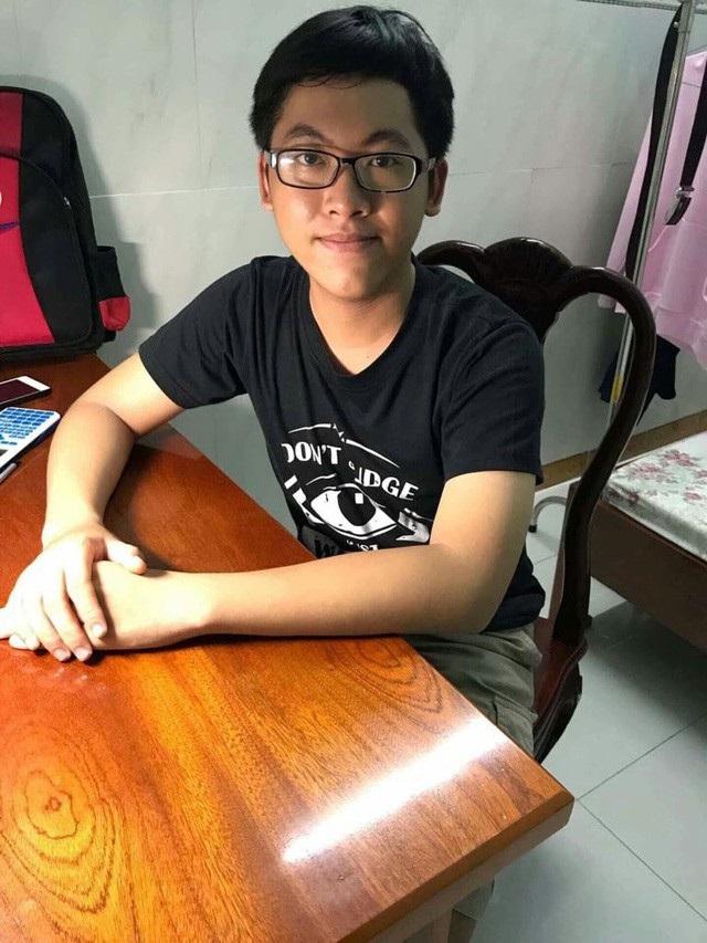 Nguyễn Trần Công Đạt là thí sinh duy nhất đạt điểm 10 môn Toán ở TPHCM trong kỳ thi THPT quốc gia 2018 (ảnh NVCC)