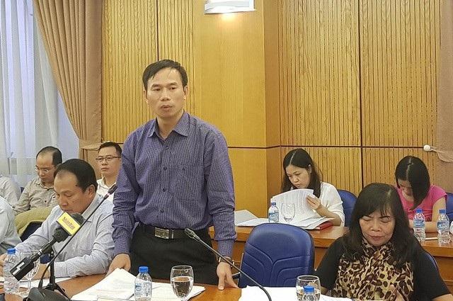 Ông Đồng Ngọc Ba - Cục trưởng Cục Kiểm tra văn bản quy phạm pháp luật trả lời tại một cuộc họp báo thường kỳ Bộ Tư pháp.