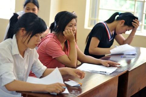 Không cần phải tổ chức kỳ thi vào đại học vừa tốn kém, gây căng thẳng cho xã hội.