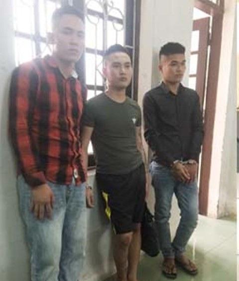 Ba đối tượng bắt người trái pháp luật.