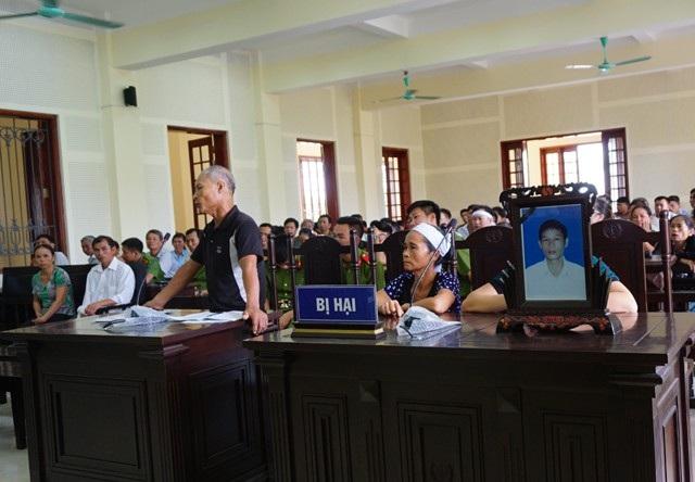 Người nhà bị hại tham gia phiên tòa và đề nghị mức án tử hình đối với bị cáo Quảng