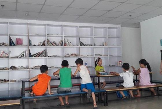 Một lớp học chữ trước khi vào lớp 1 ở TPHCM.