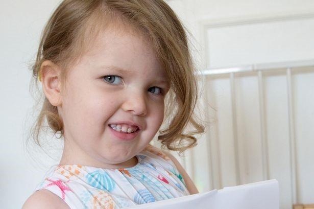 Cô bé 3 tuổi ở Anh có chỉ số IQ cao hơn Albert Einstein - 1