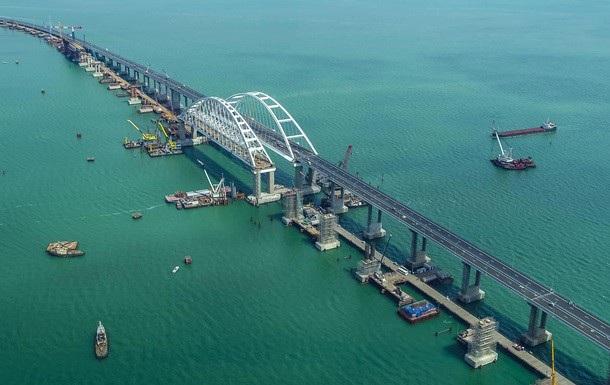 Cầu nối đất liền Nga với bán đảo Crimea nhìn từ trên cao (Ảnh: RT)