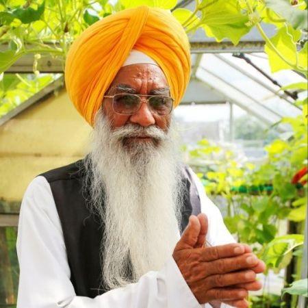 Nhờ cầu nguyện bên cây cối, ông Sanghera cảm thấy hạnh phúc hơn