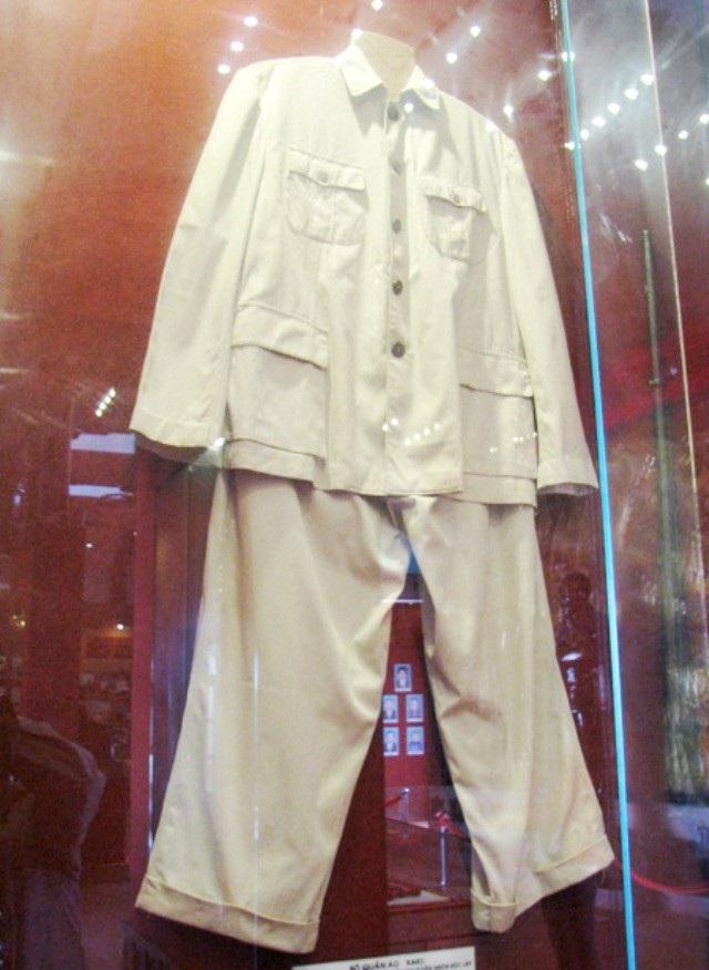 Bộ quần áo kaki của Bác.