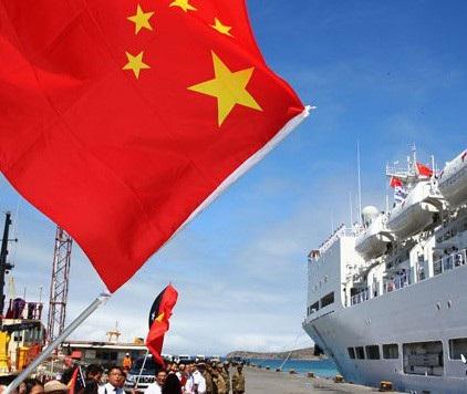 Tàu bệnh viện Peace Ark của quân đội Trung Quốc rời cảng ở Papua New Guinea sau chuyến thăm năm 2014 (Ảnh: Hải quân Trung Quốc