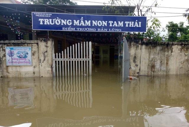 Trường học tại xã Tam Thái, huyện Tương Dương ngập băng. (Ảnh: Nguyễn Duy).