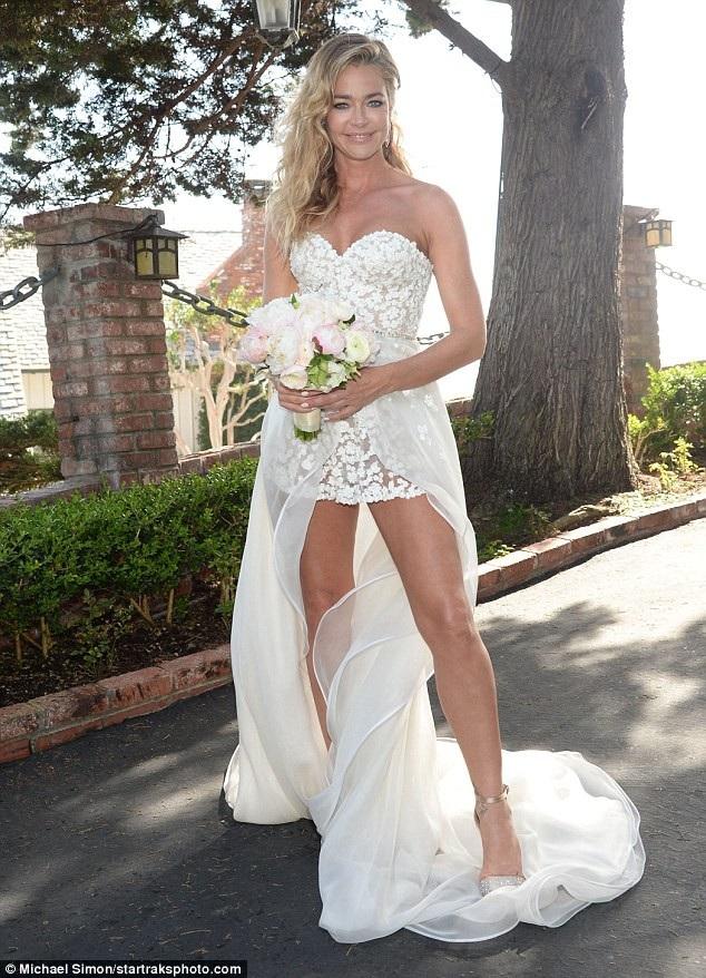 Nữ diễn viên Denise Richards kết hôn với bạn trai Aaron Phypers tại Malibu ngày 9/9 vừa qua
