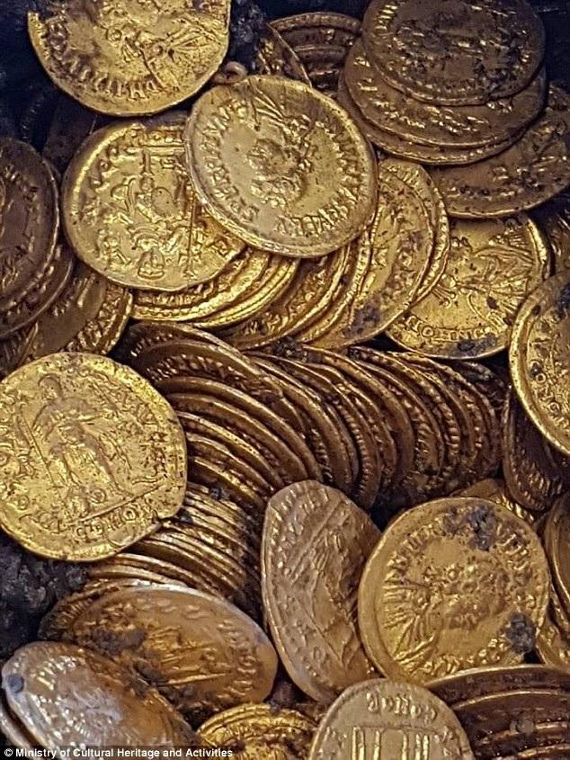 Những đồng xu vàng thời La Mã cổ ước tính cả triệu USD