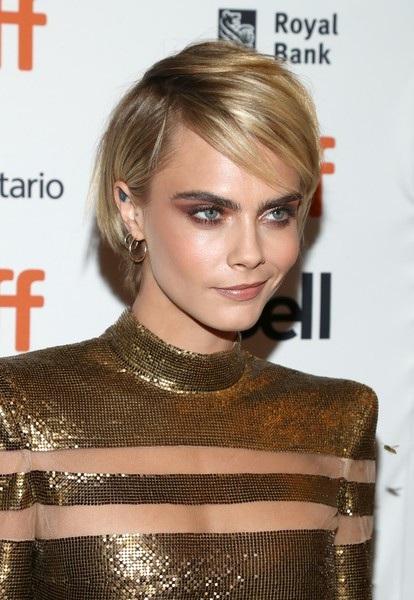 Siêu mẫu 9X người Anh tham dự LHP Toronto để quảng bá phim mới của cô Her Smell