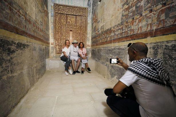 Giới chức Ai Cập hi vọng, với việc mở cửa những lăng mộ cổ sẽ đón thêm lượng lớn khách nước ngoài tới thăm