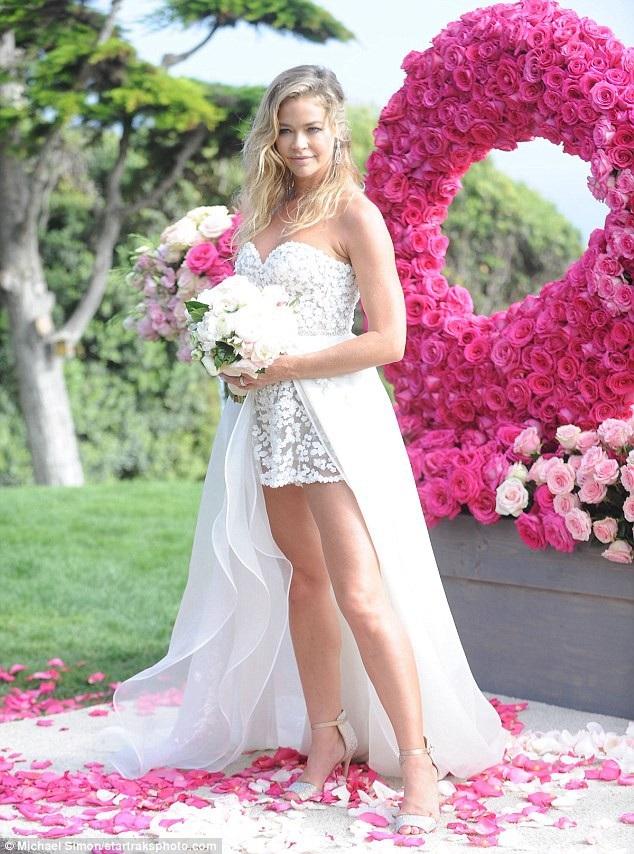 Denise từng có 2 con gái với nam diễn viên Charlie Sheen
