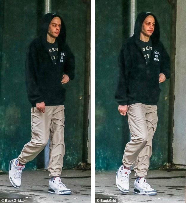 Pete Davidson cũng trở thành tâm điểm của truyền thông giống như bạn gái của anh, Ariana Grande, sau khi Mac Miller đột tử ngày 7/9.
