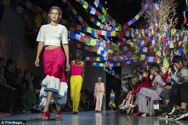 Quang cảnh nơi diễn ra show diễn của Prabal Gurung