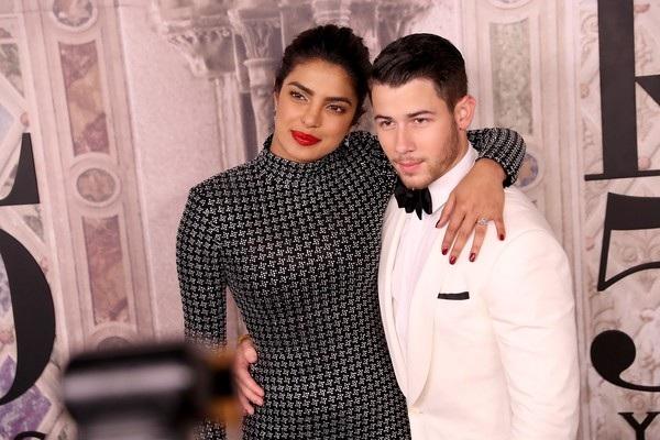 Mẹ Priyanka Chopra hết lời khen con rể tương lai Nick Jonas là người đàn ông tuyệt vời và chín chắn