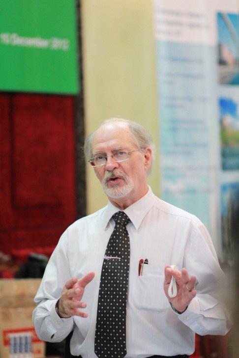 Tiến sĩ Tâm lý học Ben Williams - người đã nhiều năm là giám đốc trường mầm non Montessori tại Canada - hiện nay là giám đốc đào tạo của Trường mầm non Shining Star.