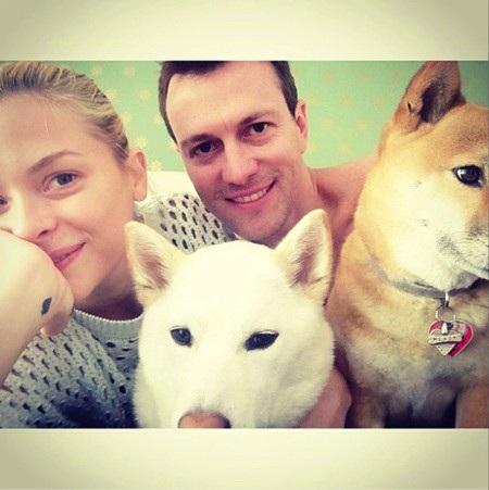 Jaime King cũng từng bày tỏ rằng mình và ông xã Kyle Newman đã sẵn sàng có thêm một em bé để bổ sung vào bức hình gia đình hạnh phúc này