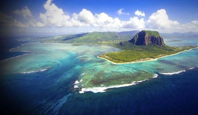 Du ngoạn trên 10 hòn đảo đẹp nhất thế giới - 7