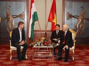 Tổng Bí thư Nguyễn Phú Trọng tiếp Chủ tịch Đảng Xã hội Hungary ( MSZP) Tóth Bertalan . Ảnh : Trí Dũng- TTXVN