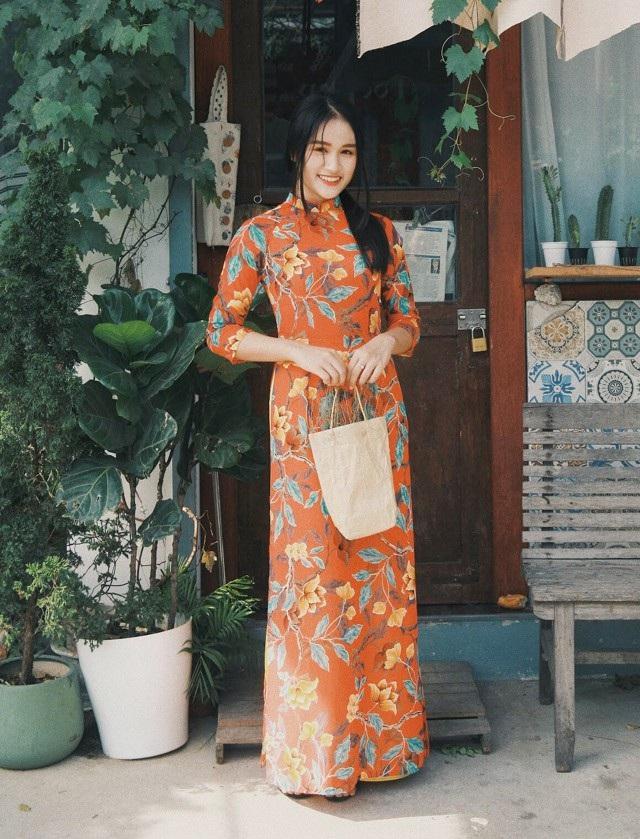 Ngọc cho biết bộ ảnh được thực hiện khi cô được mời làm mẫu cho một cửa hàng chuyên may áo dài ở TP Vinh...