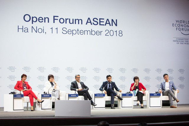 Ông Syed Saddiq Abdul Rahman (thứ 4 từ trái sang phải) tham gia trao đổi cùng các diễn giả (Ảnh: Nguyễn Nguyễn)