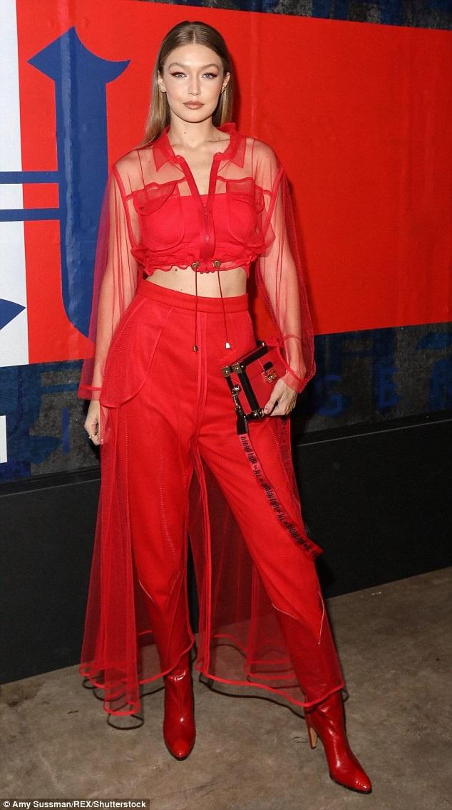 Cùng dự sự kiện còn có siêu mẫu 23 tuổi Gigi Hadid