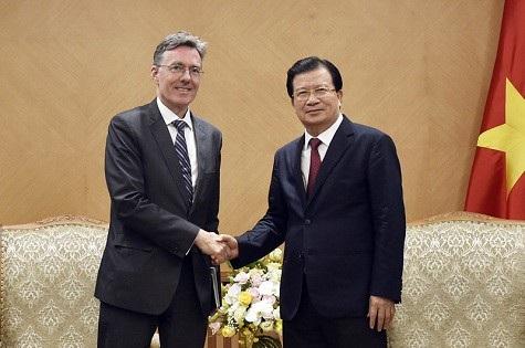 Phó Thủ tướng Trịnh Đình Dũng tiếp Phó Chủ tịch AIIB