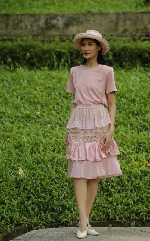 Với 5 BST cho ngày đầu tiên tại Núi Nùng công viên Bách thảo Hà Nội đã là một điểm sáng cho thời trang Việt.