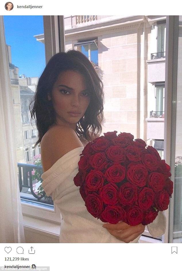 Kendall Jenner là thành viên duy nhất trong gia đình cô Kim có một công việc thực sự không liên quan tới show truyền hình thực tế về gia đình