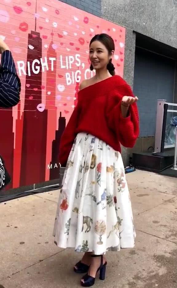Trên trang cá nhân, cô vui vẻ chia sẻ cảm giác thích thú khi có mặt tại một tuần lễ thời trang quốc tế với fan.
