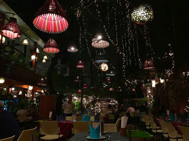 Đừng choáng nếu bắt gặp nhà hàng bao cao su này khi đi du lịch Thái Lan - 4