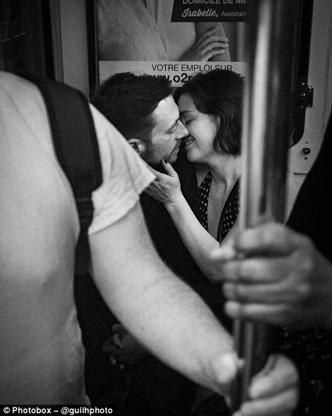 Còn đây là hình ảnh một cặp tình nhân trên tàu điện ngầm ở Paris, đang trong danh sách chạy đua giành giải thưởng.