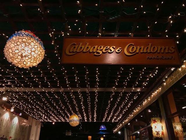Đừng choáng nếu bắt gặp nhà hàng bao cao su này khi đi du lịch Thái Lan - 2