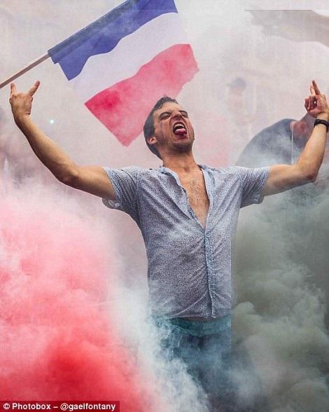 Một cổ động viên bóng đá của Pháp trong trận chung kết năm 2018