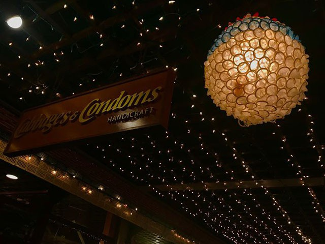 Đừng choáng nếu bắt gặp nhà hàng bao cao su này khi đi du lịch Thái Lan - 3