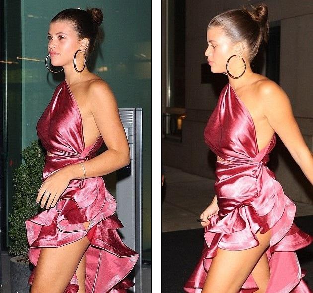 Người mẫu 20 tuổi diện bộ váy hồng rất điệu đà